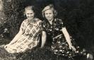 Бояркина Валентина Васильевна (справа), 1953 г.