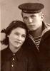Филиппов Игорь Петрович с мамой. Перед уходом на фронт 07.09.41 г.